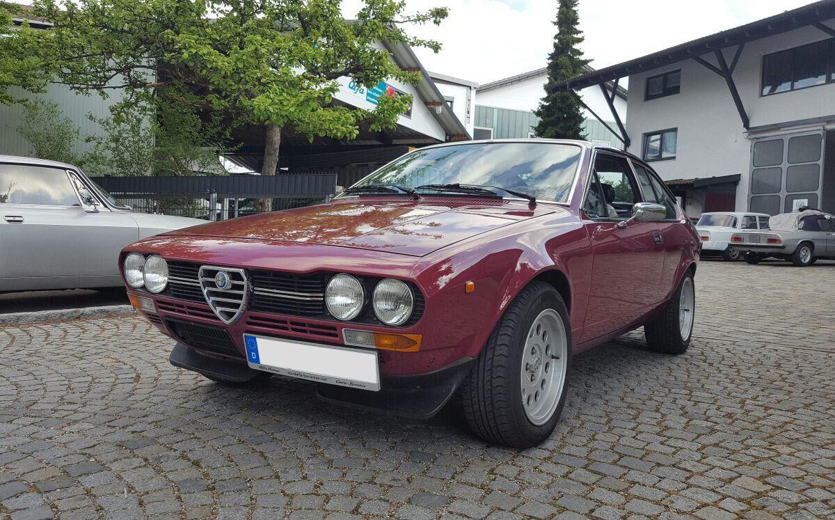 Oldtimer KFZ Werkstatt München - Alfa Romeo GTV weinrot